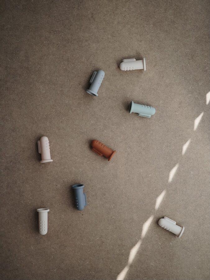 Mushie silikoniai dantų šepetėliai | Cambridge blue & shifting sand
